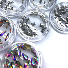 Small square nail crystals in clear crystal. Ideal for nail art application.