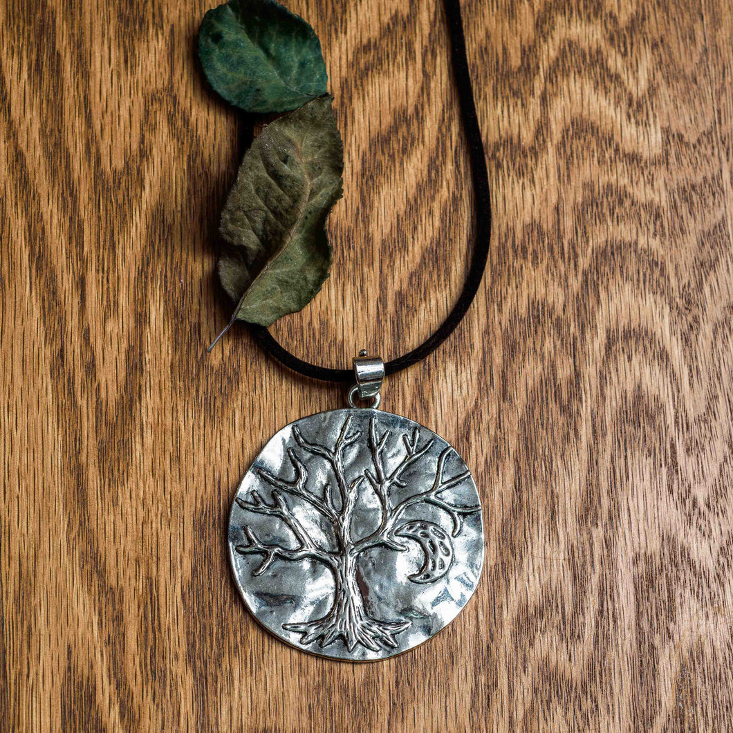 Impression of a tree choker