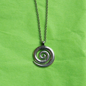 Centering spiral necklace