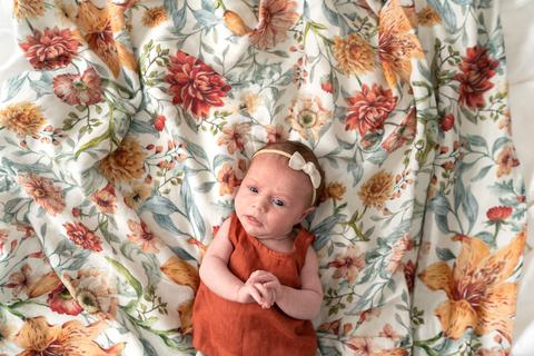 "Pop Ya Tot Swaddle ""Le Piccadilly"" floral print"