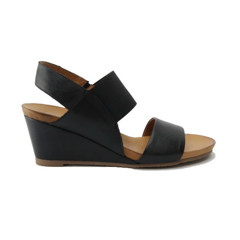 Enya sandals in black from Effegie
