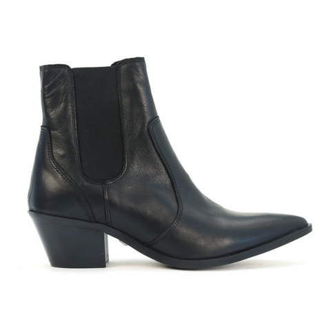 Giro Boots in Black by Eos