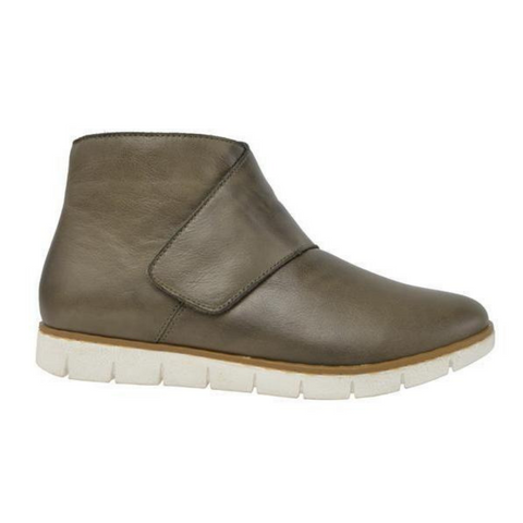Master Ankle Boots in Olive by Stegmann