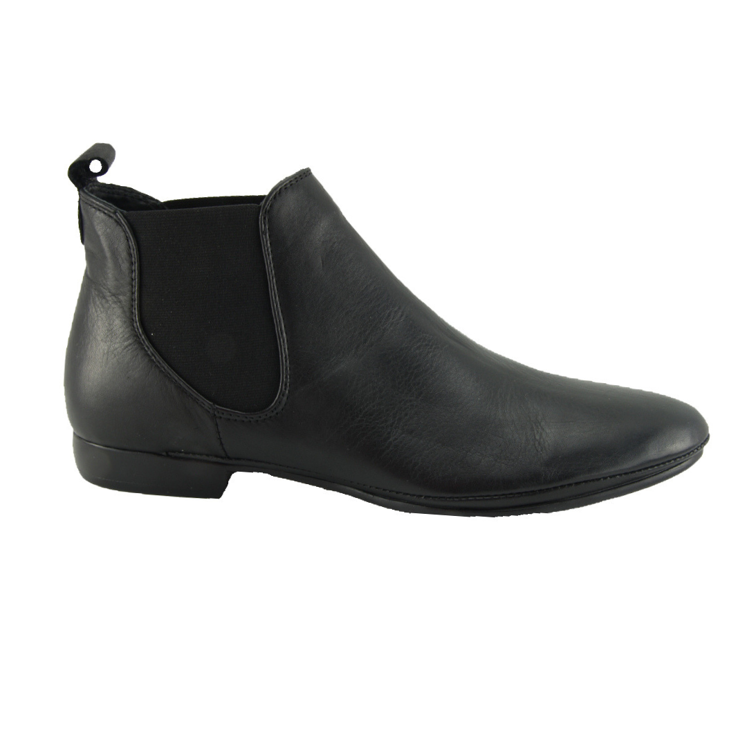 EOS. Nila Boots in Black