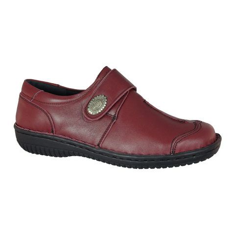 5072-27 Slip-ons in Burgundy from Cabello