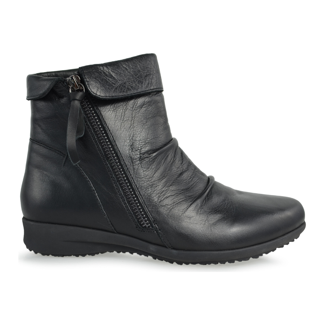 Clap Boots in Black by Stegmann
