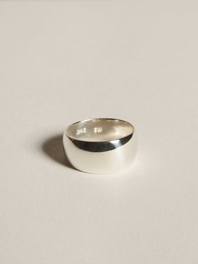 J. Hannah Classic Cigar Band Ring in silver.