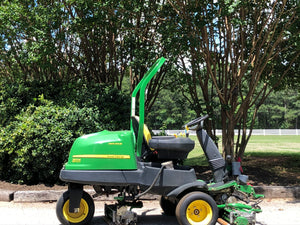 John Deere 2500E Riding Greens Mower (7377)