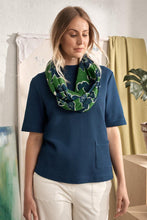 Laden Sie das Bild in den Galerie-Viewer, Pretty Circle Scarf