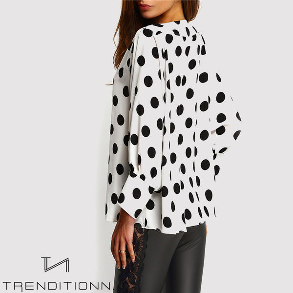 Dot blouse with long sleeves