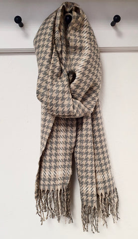 Snuggly Dogtooth Check Scarf