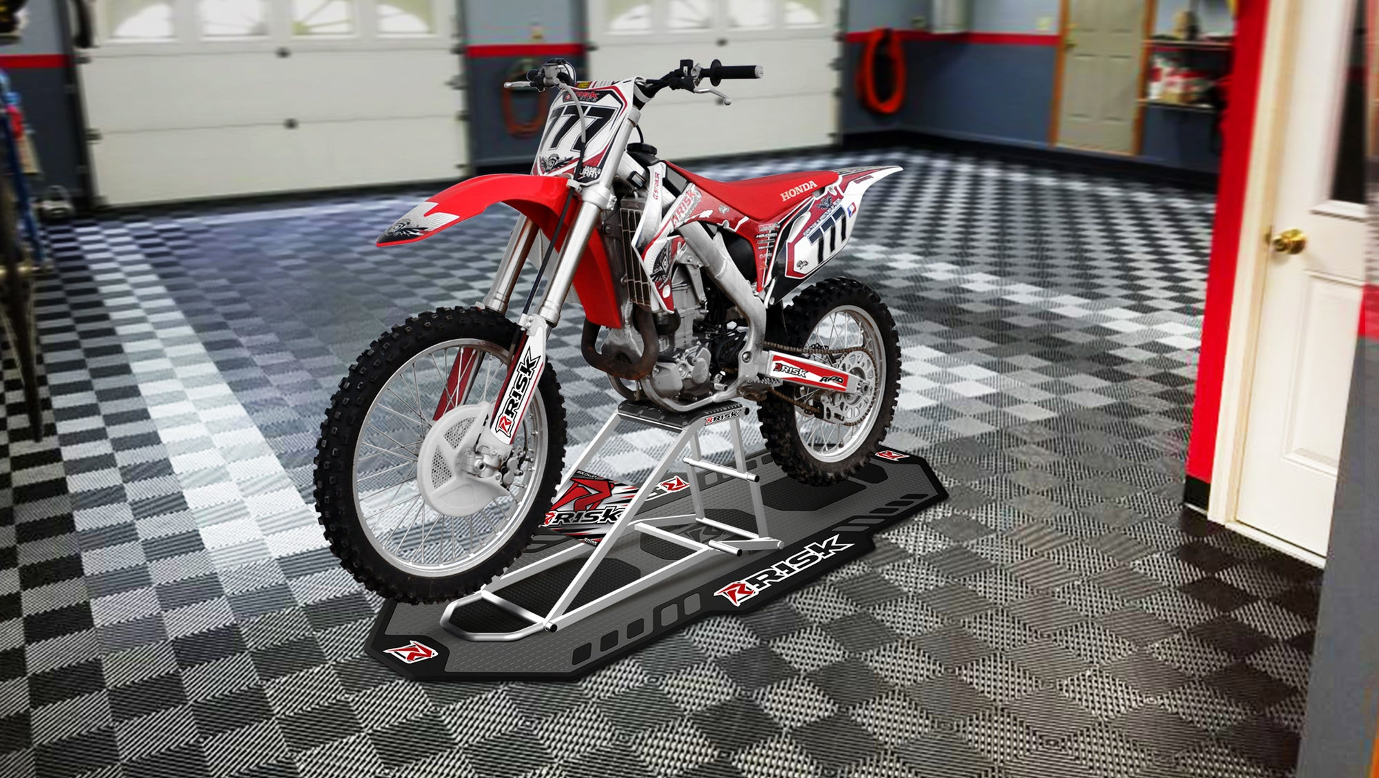 RR1 Ride-On Lift Stand dans le garage