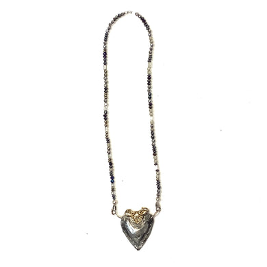 Short beaded necklace with metal heart charm