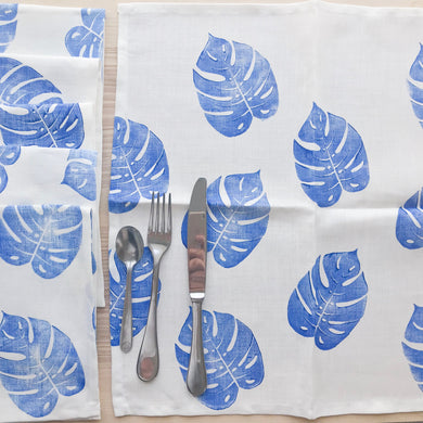 4 serviettes de table en lin - Imprimées de feuilles de Monstera bleues
