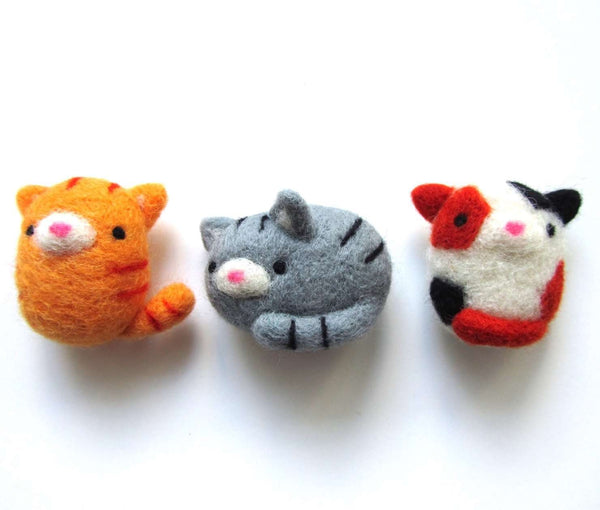 Needle Felted Cat Magnet (Made-to-Order) by Wild Whimsy Woolies