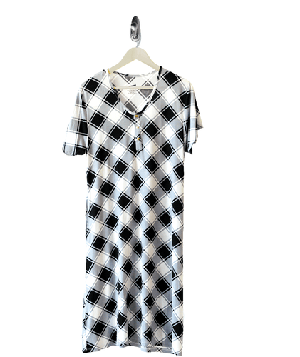 Checked 24/7 House Dress from Undercover Mama for Pregnancy, Breastfeeding and Everyday.