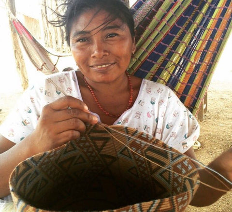 Wayuu women - wayuu people - crocheting a wayuu bag