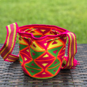 PREMIUM Mini Croche t Bag - Authentic One-thread Wayuu Bag -  Style MWPP19 Fuchsia.