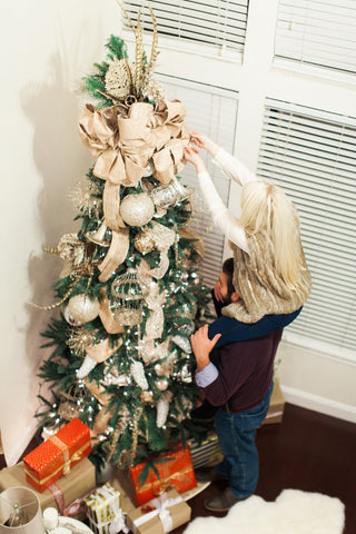 step one select the right christmas tree - Steps To Decorating A Christmas Tree