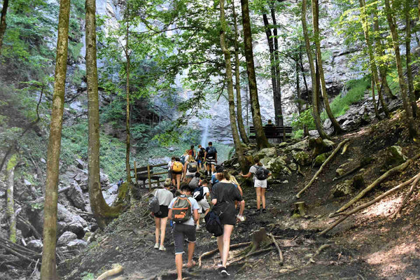 hiking etiquette rules to keep in mind