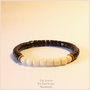 Bodhi. Coconut and Olive Beads Meditation Bracelet