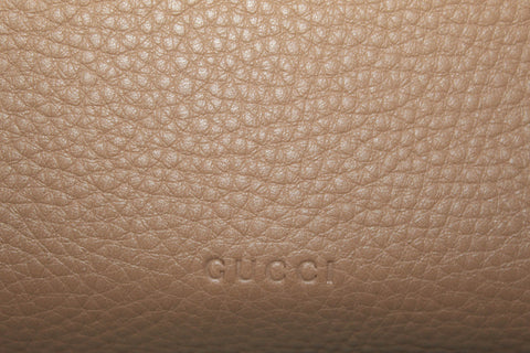 Authentic Gucci Beige Flap Pebbled Leather Flap Bamboo Hand/Crossbody Bag