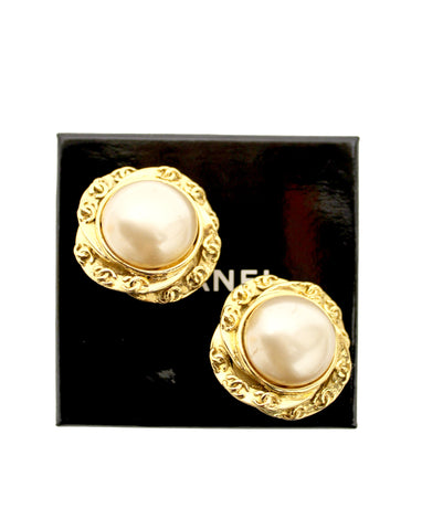 Authentic Chanel Vintage Costume Pearl Gold Plated Classic Clip On Earrings