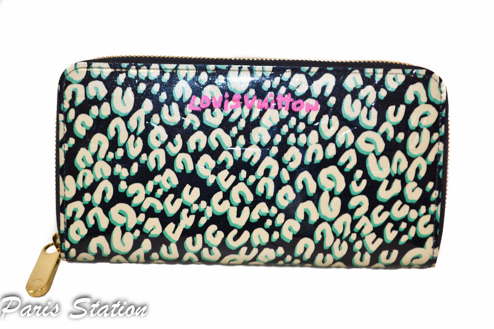 Authentic Limited Edition Louis Vuitton Teal & Beige Vernis Leopard Zippy Wallet