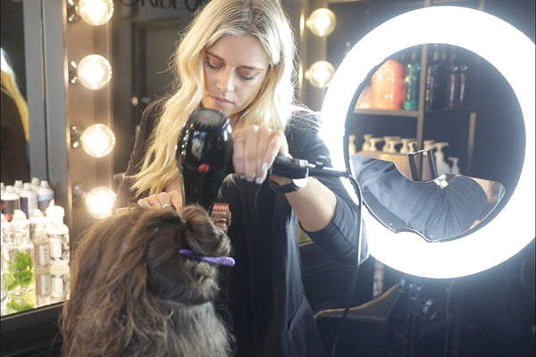 Best Ring Lights for Your Beauty Salon: MUAs, Hairstylists, Nail Artists, and More