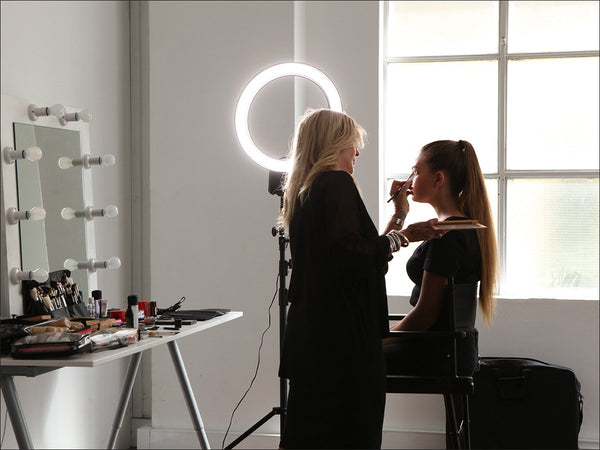 Makeup Ring And Lights: Choosing The Best Lighting For Makeup Application