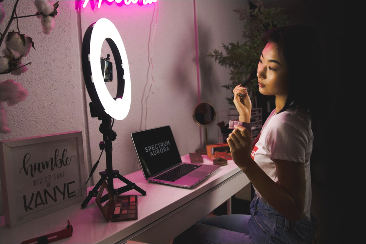 ring light with a stand is the best way for mua to display their makeup