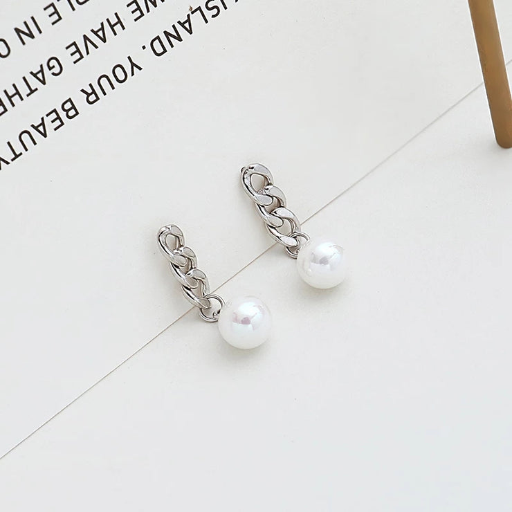PEARLY CHAIN STUDS
