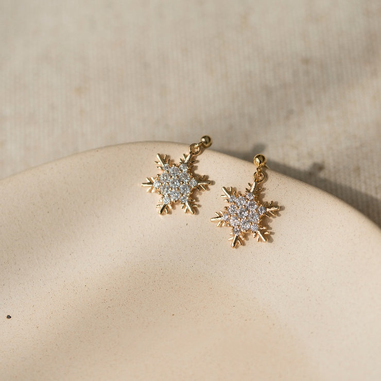 CLASSIC SNOWFLAKE STUDS