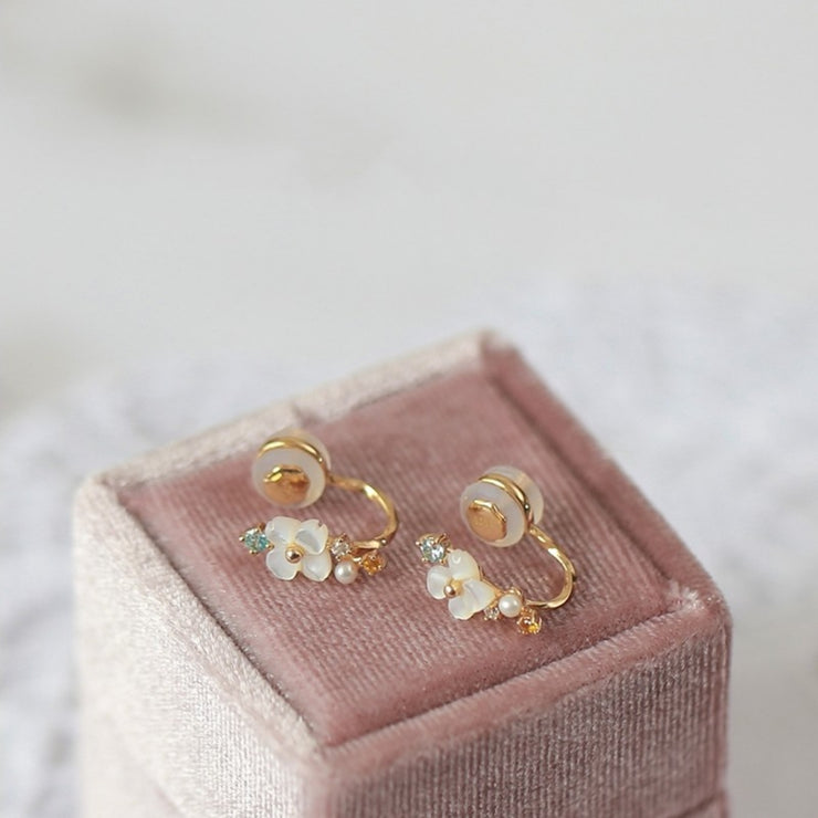 NIGHT BLOOMING JASMINE FLOWER EAR CUFF