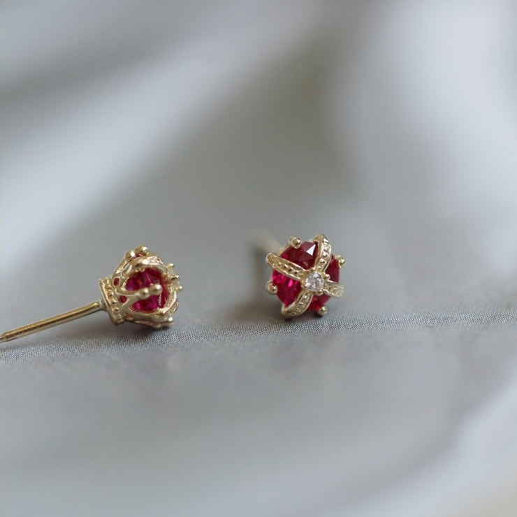YOU'RE A QUEEN STUDS [9CT GOLD]