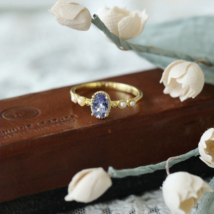 OVAL SHAPED TANZANITE RING