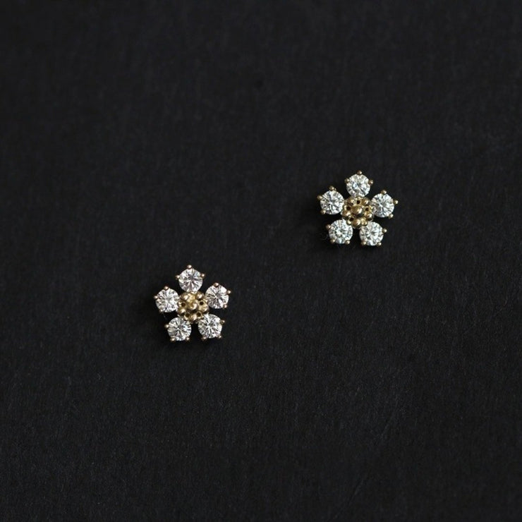 DAISY EAR STUDS (9K GOLD)
