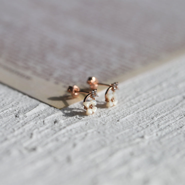 DAINTY WHITE LILY EAR STUDS
