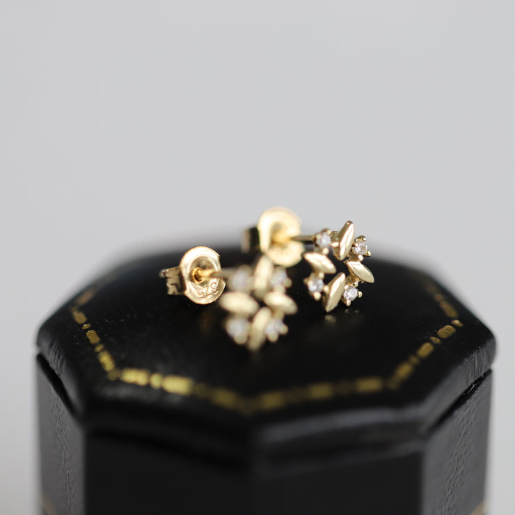 AKA-YUKI EAR STUDS (9K GOLD)