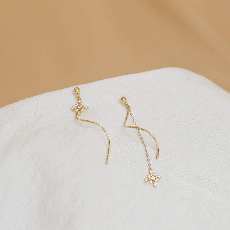 UNEVEN NUN-SONG-I MOMENT EARRINGS