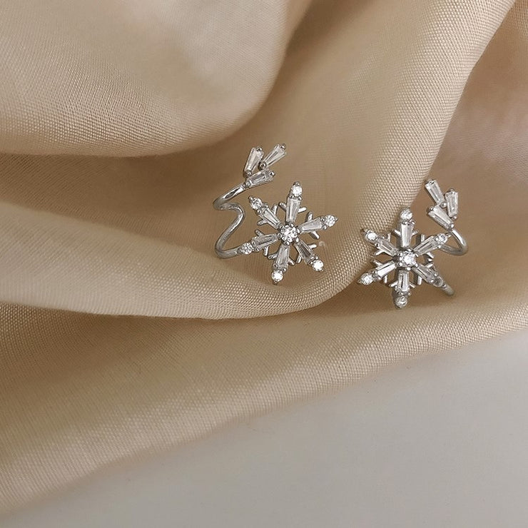 SNOWFLAKE TRAIL EAR STUDS