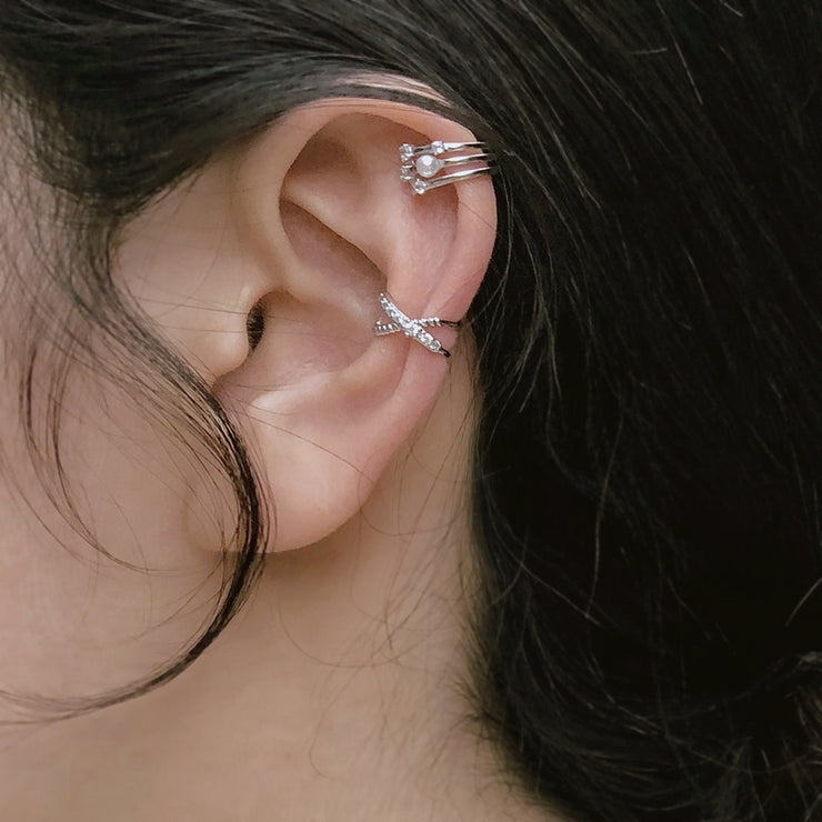 UNEVEN SET OF CROSS ROAD EAR CUFF