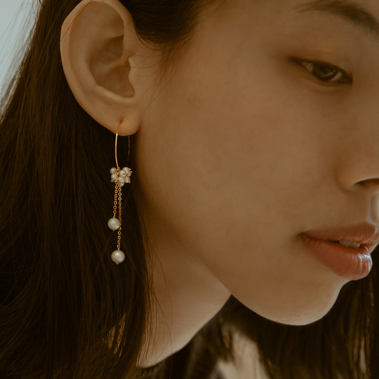 DAINTY PEARL EARRINGS