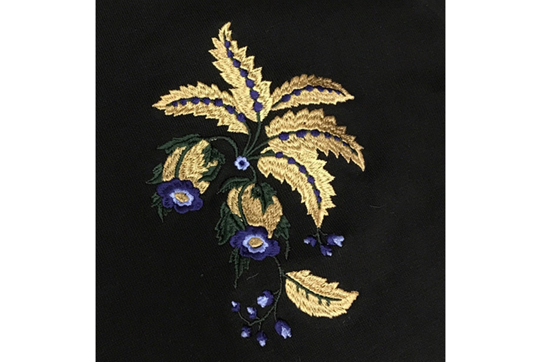 EMBROIDERY TEE