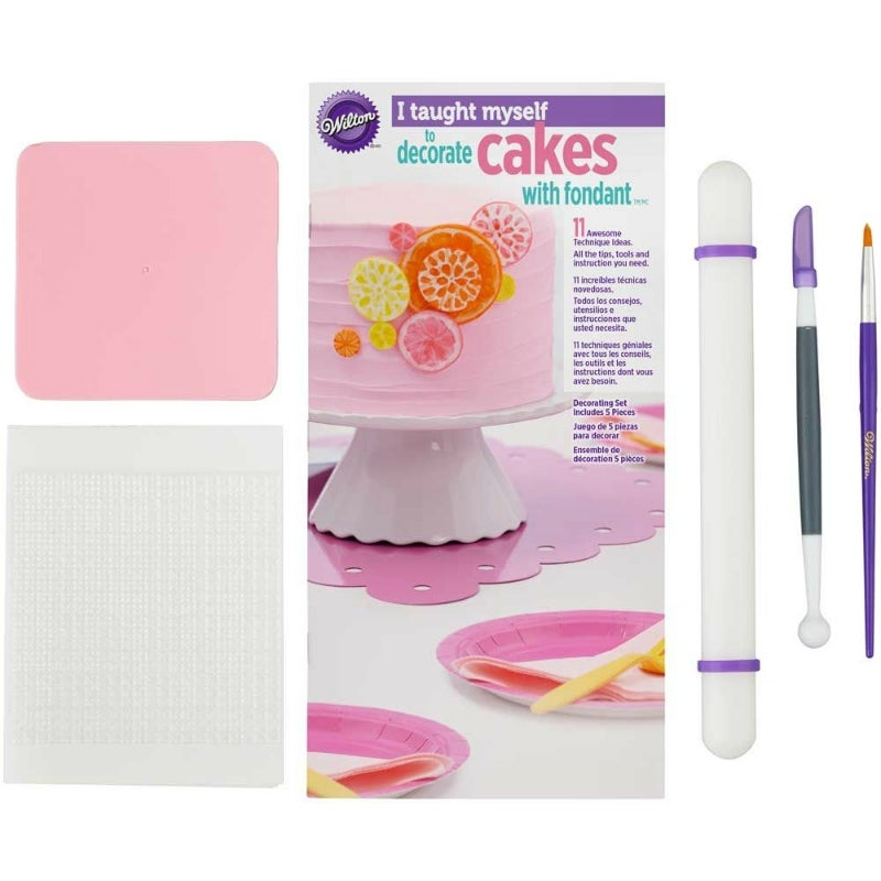 Wilton : 'I Taught Myself' Fondant Cake Decorating