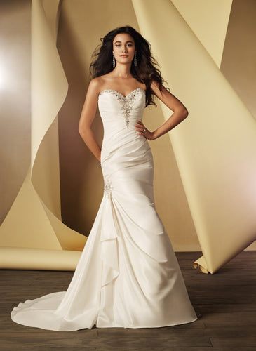 Alfred Angelo 2404 - Size 20W Diamond White