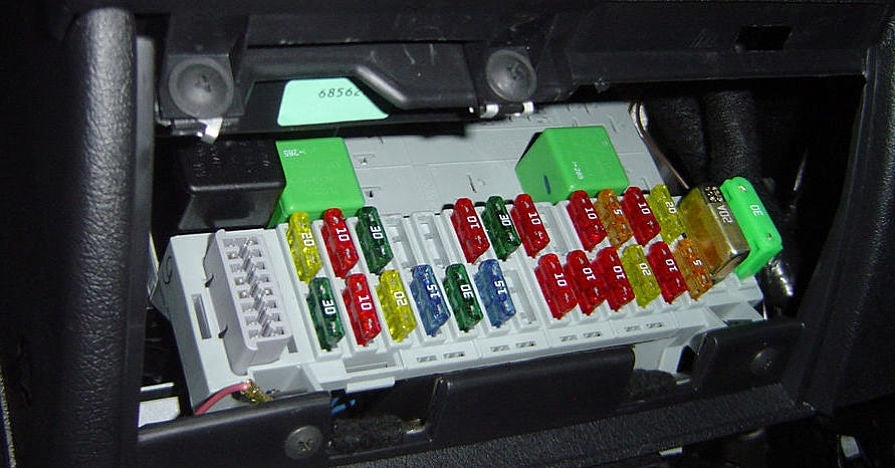 Installation 101: Identifying Constant vs. Switched Fuses ... on cooling fan in car, fan clutch in car, blower motor in car, heater core in car, quarter panel in car, starter in car, tachometer in car, ignition switch in car, horn in car, fuel gauge in car, ignition module in car, exhaust manifold in car, glove box in car, roll bar in car, master cylinder in car, intake manifold in car, circuit box in car, battery in car, fuel line in car,