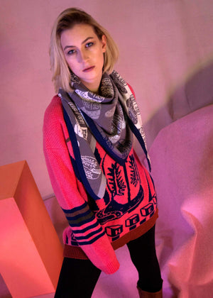 Ace-High Cowgirl Sweater Pink/Navy Model with Scarf