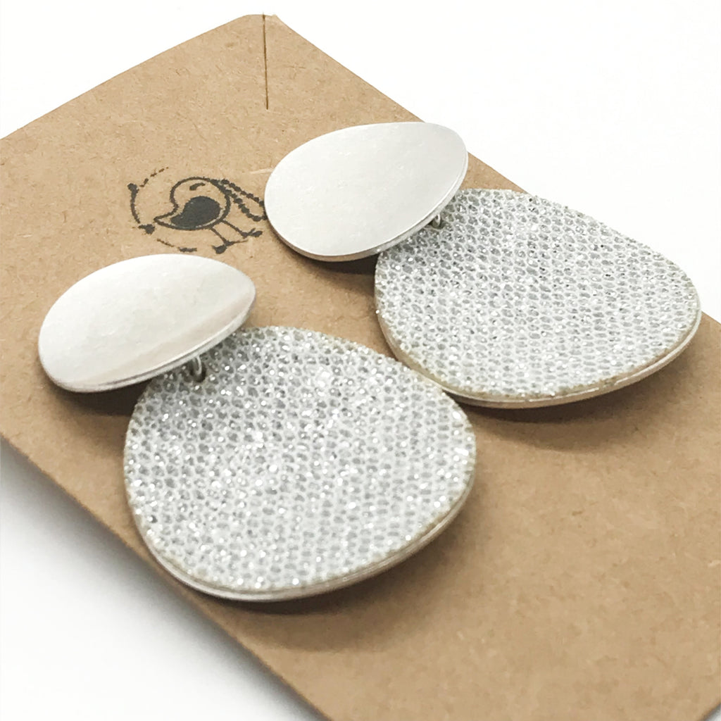 Glittering Curved Circle Earrings-Silver