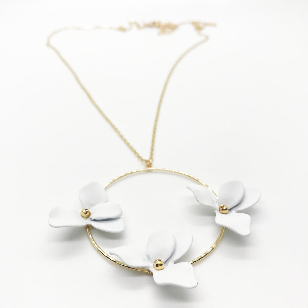 Tri Flower Necklace-White